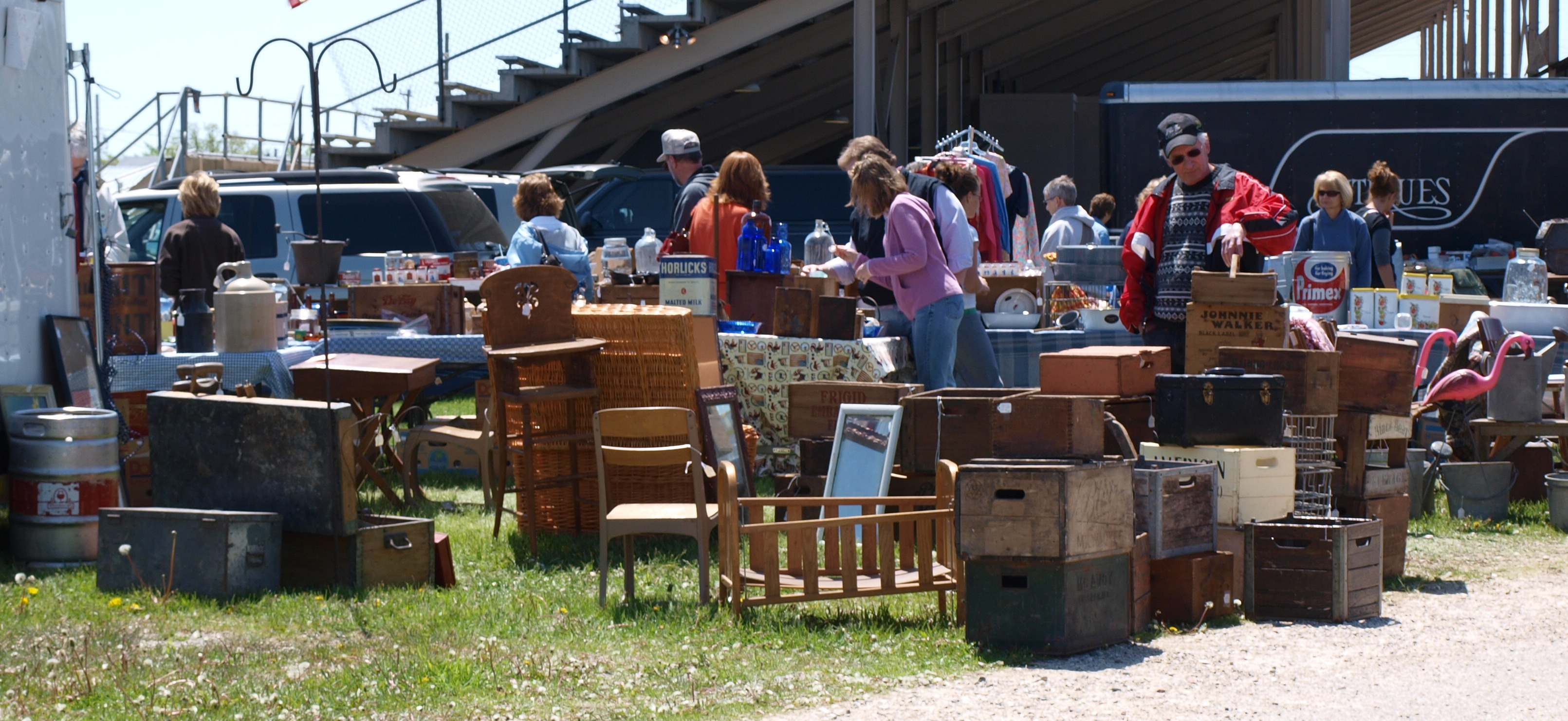 flea market Seller information want to sell at the flea market anyone can setup here's how: no reservation is necessary, just show up we open at 5am, and recommend coming by 7am.