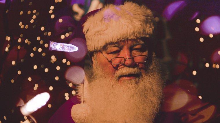father-christmas-1149928_1920.jpg